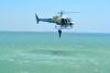 Mergulhador salta de helicóptero no Lago de Palmas em ação de formação
