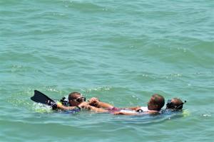 Atividades diversas na água fizeram parte dos módulos durante o curso de mergulhador autônomo