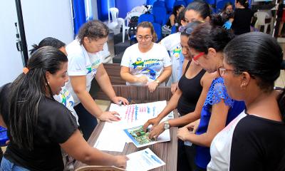 Durante oficina os professores desenvolvem atividades práticas sobre Educação Fiscal