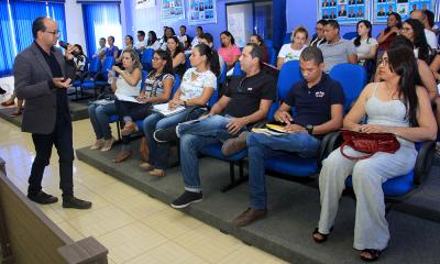 Professor Josiel Gomes ministra palestra 'Um olhar para a cidadania na escola'