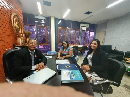 Tom Lyra recebeu Ivanês e Ananda (d) na sede da Adetuc