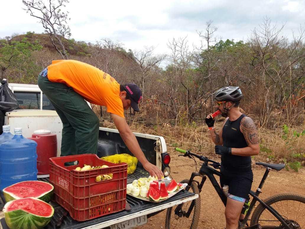 FOTO 01 - Equipe do Naturatins na APA Serra do Lajeado incentiva o cicloturismo e a valorização da unidade de conservação_Divulgação Naturatins.jpg