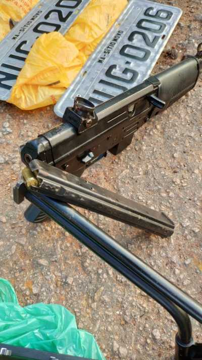 Arma apreendida durante abordagem a ônibus.
