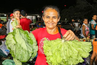 Dona Tereza dos Santos, 52 anos, que toda semana está presente na feira Ecosol de Araguatins