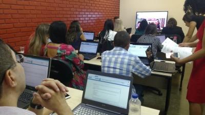Servidores fazem treinamento através do ambiente de funcionamento do sistem