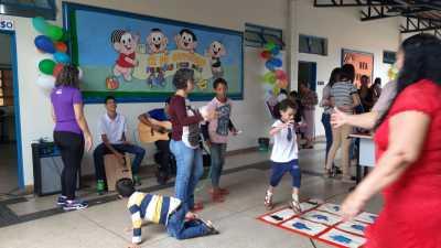 Foram desenvolvidas atividades lúdicas de resgate de brincadeiras, apresentações musicais