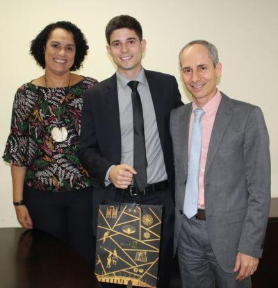 Renam Meira com a subprocuradora do Centro de Estudos, Elyane Monteiro e o procurador-geral Nivair Borges
