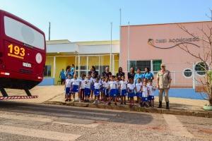 Os alunos foram levados para o CBM no ônibus da instituição