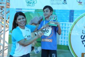 Adriana Aguiar durante a premiação dos atletas mirins