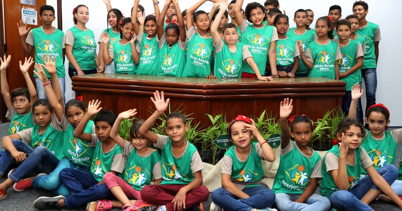 Os estudantes da Escola Estadual Entre Rios estiveram presentes na solenidade de lançamento do Programa em Palmas