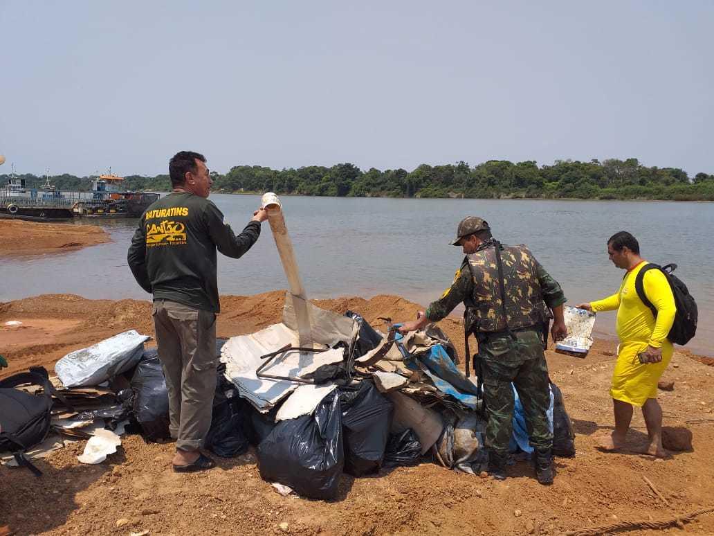 FOTO 01 - Operação Praia Limpa retira quase 12 toneladas de lixo nos rios Araguaia e do Coco – Crédito Divulgação Naturatins.jpg
