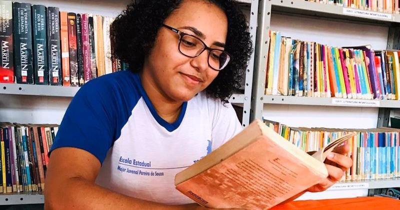 Aluna Maria Eduarda expressa nas poesias suas ideias críticas