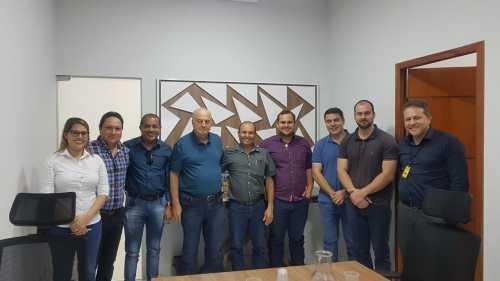 Secretário com diretores do grupo Tomasini