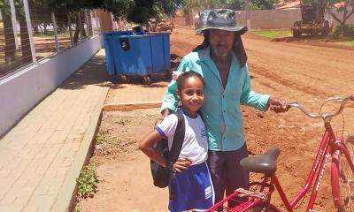 O lavrador Luiz Antônio Ramos mora em uma chácara próxima ao Lago de Palmas, mas todos os dias vai de bicicleta ao Taquari buscar sua neta que estuda em um colégio integral na Quadra T-22