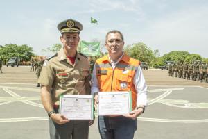 Coronel Leandro e tenente-coronel Primo, homenageados pelo 22º BI
