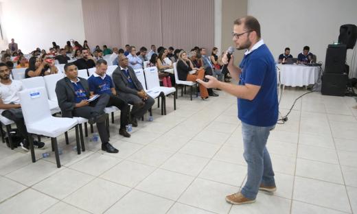 Orientações para melhoria dos portais da transparência municipais marcaram participação da CGE