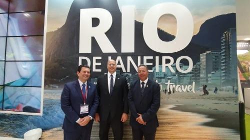 Secretário de Turismo, Otávio Leite, e governador do Rio, Wilson Witzel, com Tom Lyra