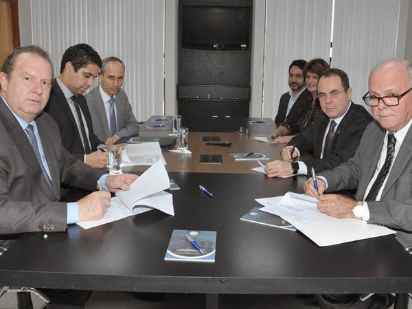 Termo de Cooperação é assinado pelo governador do Estado do Tocantins, Mauro Carlesse, com o Tribunal de Justiça, por meio da Escola Superior de Magistratura Tocantinense (Esmat)