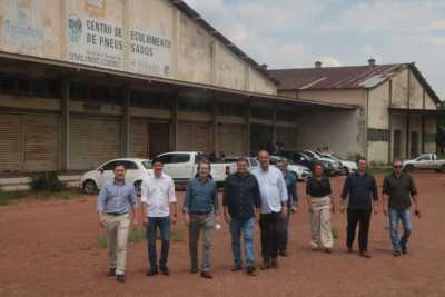 Parceiros visitam o galpão cedido à Santa Isabel Alimentos