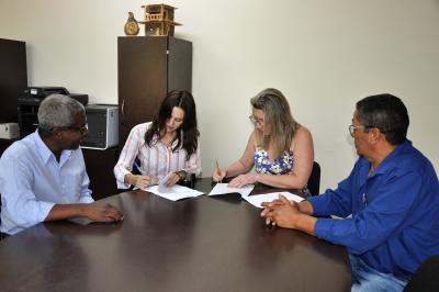 Estiveram presentes no ato da assinatura do Termo, o Gerente de Regulação, de Transportes e Terminais Rodoviários da ATR e o Gestor Público da ATR