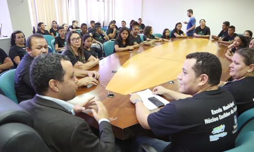 Estudantes de escola rural de Guaraí visitam Secretaria da Educação