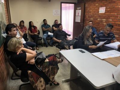 Proponentes licitantes participam da abertura de propostas