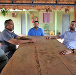 Equipe de pesquisadores em entrevista com produtores do Projeto São João