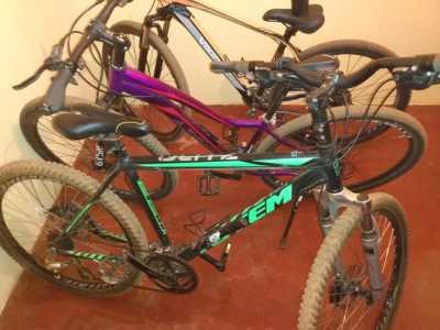 As bicicletas roubadas foram recuperadas pela PM.
