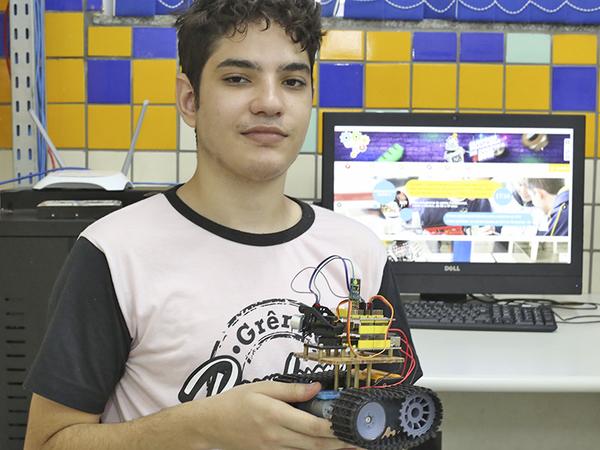 Inspirado pelas lições repassadas na escola, o estudante Rubens Eduardo Freitas Saraiva já abriu a sua própria empresa