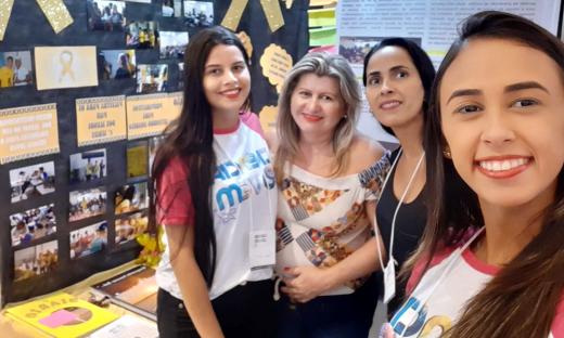 Equipe do CEM Tiradentes monta estande na 25ª edição do Ciência Jovem