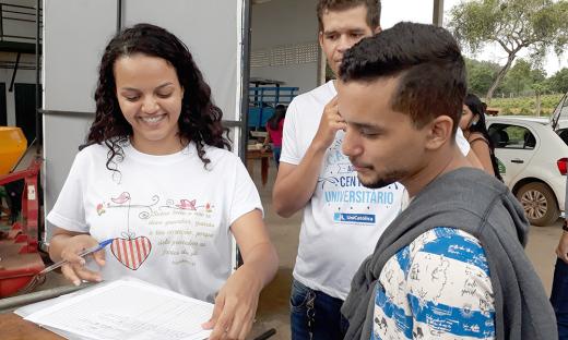 Cecília Andrade pretende conduzir seu trabalho de conclusão de curso voltado para a pesquisa da meliponicultura