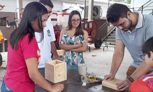 Encontro começou na tarde desta sexta-feira, 8, com uma Oficina sobre a construção de caixas para a criação de abelhas sem ferrão