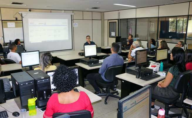 Serão capacitados mais de120 servidores da Secretaria do Trabalho e Desenvolvimento Social divididos em seis dias de treinamento.