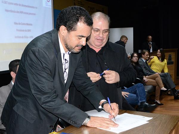 O Governo do Estado, por meio da Fundação de Amparo à Pesquisa do Tocantins (Fapt), lançou nesta quarta-feira, 13, quatro editais de incentivo ao desenvolvimento científico e tecnológico da região