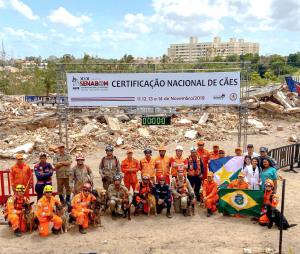 Bombeiros militares e cães de vários estados no Senabom, em São Luís