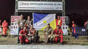 Equipe do Corpo de Bombeiros Militar com o comandante coronel Reginaldo Leandro (E)