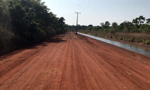 Estão sendo realizadas obras de patrolamento, recuperação de taludes e melhorias no sistema de drenagem