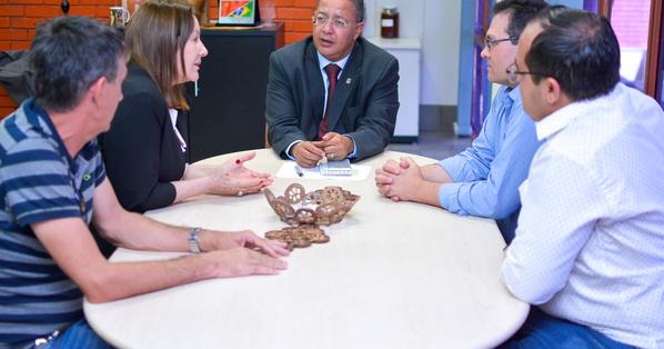Tom Lyra e a prefeita Lires Teresa Ferneda trataram sobre apoio do Governo do Estado para construção da Casa de Cultura do município