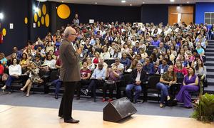 Secretário de São Paulo compartilha experiências no 1° Seminário de Líderes Educacionais do Tocantins