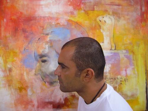 A exposição apresentará obras de vários períodos da carreira do artista expressadas por meio de pintura, objetos e gravuras
