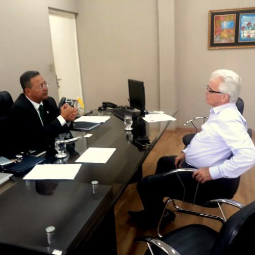 Secretário ouve demandas do presidente do Sindicarnes, Gilson Cabral