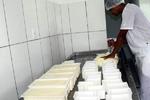 Produção de queijo artesanal com orientação do SIM
