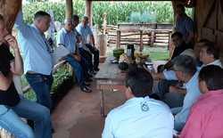Secretário discute propostas de inovações com diretores e secretário municipal de Desenvolvimento Rural na sede da Fazendinha do Calor Humano – Centro Agrotecnológico