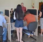 Servidores e segurados recebendo orientações no atendimento presencial, na sede do Igeprev-TO, em Palmas