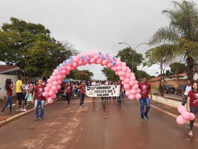 Comunidades escolar e local de Almas realizam evento contra o câncer infantojuvenil