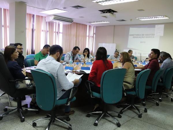 Os 13 diretores regionais de Educação do Tocantins participaram de reunião com a titular da Seduc, professora Adriana Aguiar