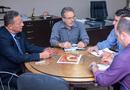 Secretário com o consultor da empresa, Pedro Tassi, conversam sobre investimentos no setor