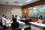 Membros da Comissão Especial de Licitação de Bens Imóveis da Companhia (Celbi) analisam as propostas recebidas na 5° licitação de imóveis da Terratins 2019.JPG