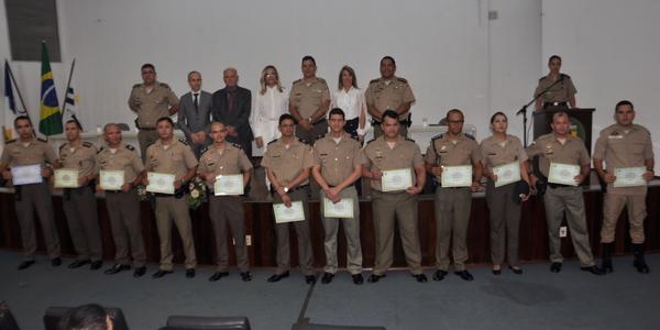 Representantes dos formandos receberam certificados