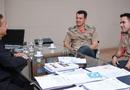 Secretário Tom Lyra durante encontro com o Comandante Geral do Corpo de Bombeiros, Coronel Reginaldo Leandro da Silva, acompanhado do Major José Roberto